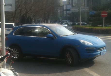 Porsche Cayenne is Baby Blue in China