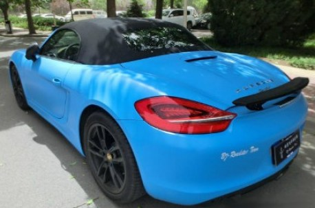 Porsche Boxster is matte blue and black in China