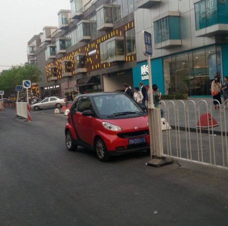 Parking a Smart in Beijing, the Chinese Way