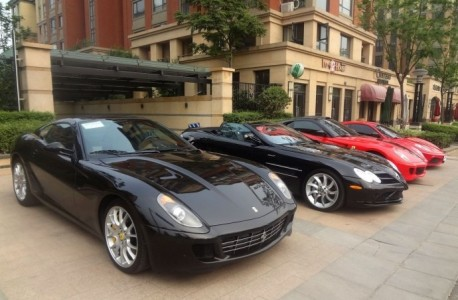 An impressive Supercar line-up in Zhengzhou, China