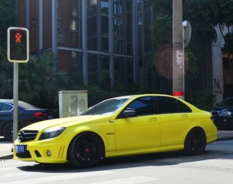 Mercedes-Benz C63 AMG is light-matte yellow in China