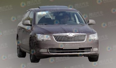 Spy Shots: facelifted Skoda Superb testing in China