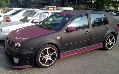 Volkswagen Golf is matte black & matte purple in China