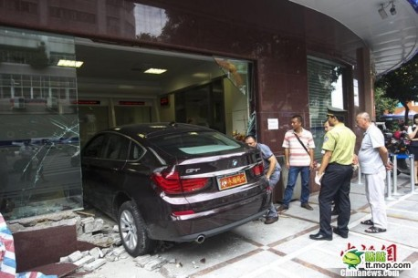Woman crashes BMW 535i GT into Bank in China