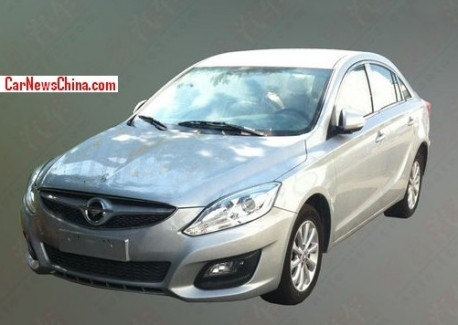 Spy Shots: Haima M6 seen testing in China