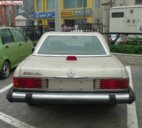 mercedes-benz-560-sl-china-8
