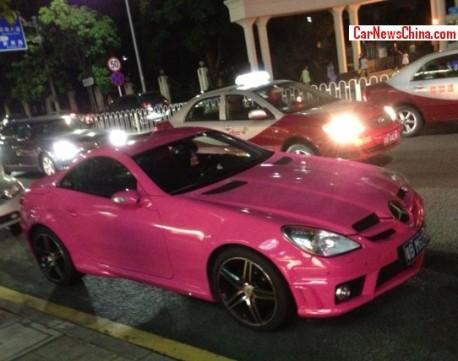 Mercedes-Benz SLK 55 AMG is shiny Pink in Shenzhen, China