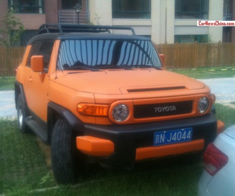 Toyota FJ Cruiser is matte Orange in China