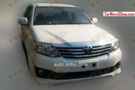 Spy Shots: Toyota Fortuner testing in China