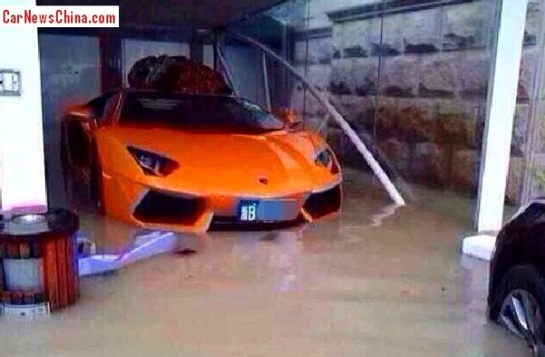 Lamborghini Aventador Roadster is almost Sinking in China