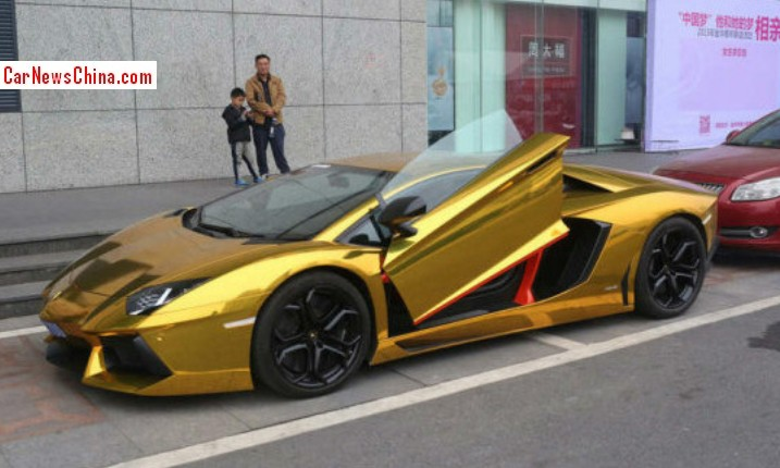 the mirrors are slightly disturbing because matte black doesnt go too well with gold and matte black certainly doesnt go with black - Lamborghini Black And Gold