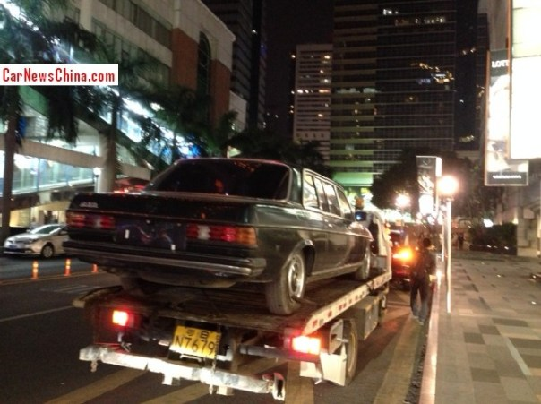 mercedes-w123-limo-china-1