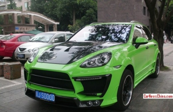 Porsche Cayenne is shiny green with a body kit in China