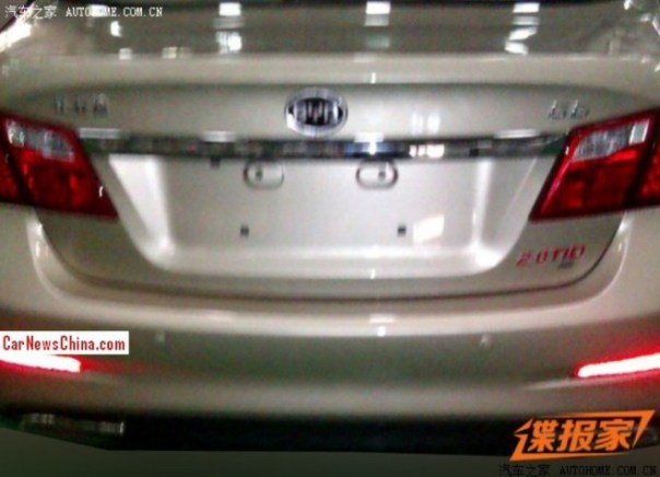 byd-g6-china-3