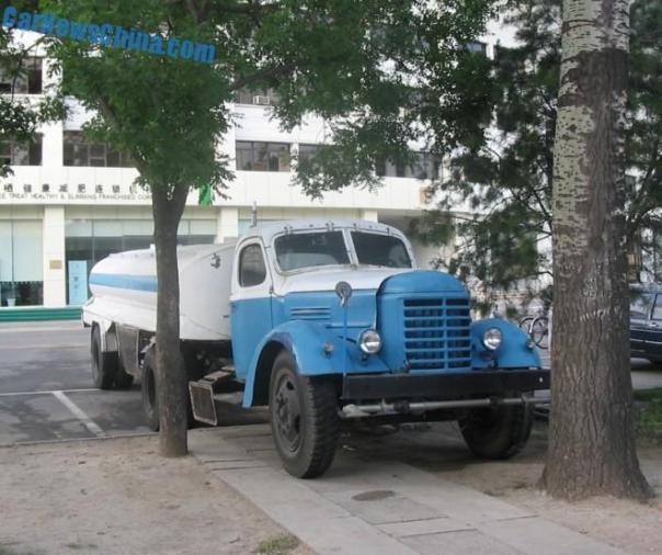 China Car History: the Jiefang CA10 water truck