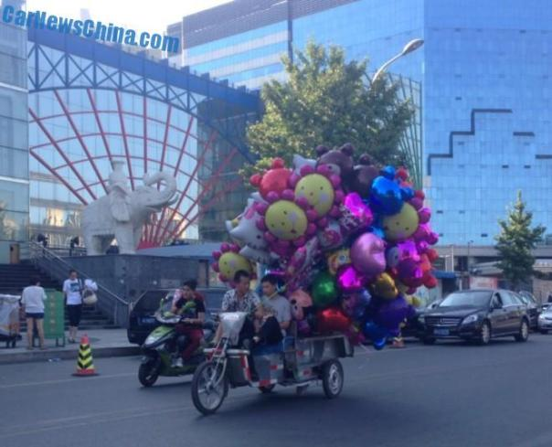 Transporting helium filled balloons, the Chinese Way, Part 3