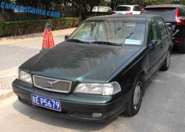 Spotted in China: Volvo S70 sedan Times Two