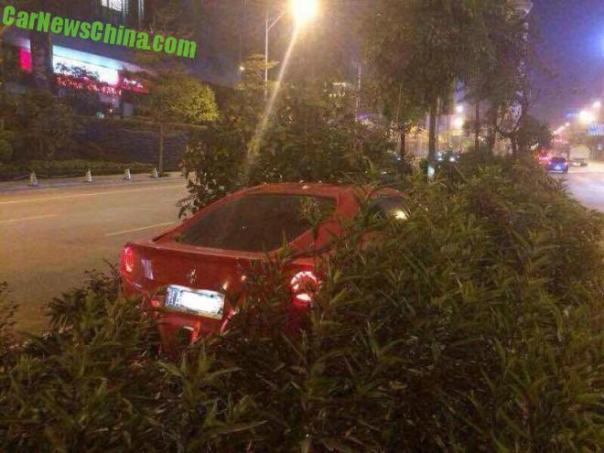 Crash Time China: Ferrari F12 hits the Trees in China