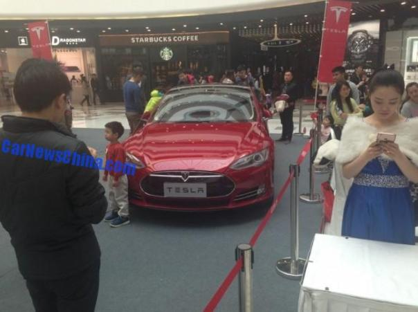 tesla-shopping-mall-crash-china-5