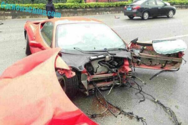 Ferrari 458 Italia crashes Completely in China
