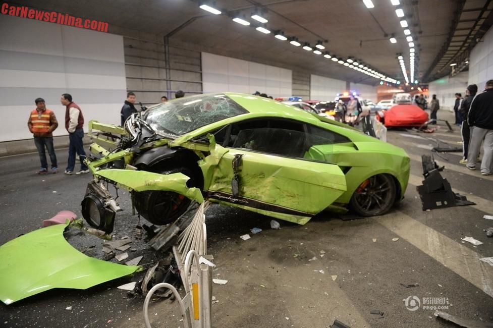 a lamborghini gallardo superleggera and a ferrari 458 spider hit it hard in the datun lu tunnel near the birds nest stadium in beijing - Ferrari 458 Spider Green