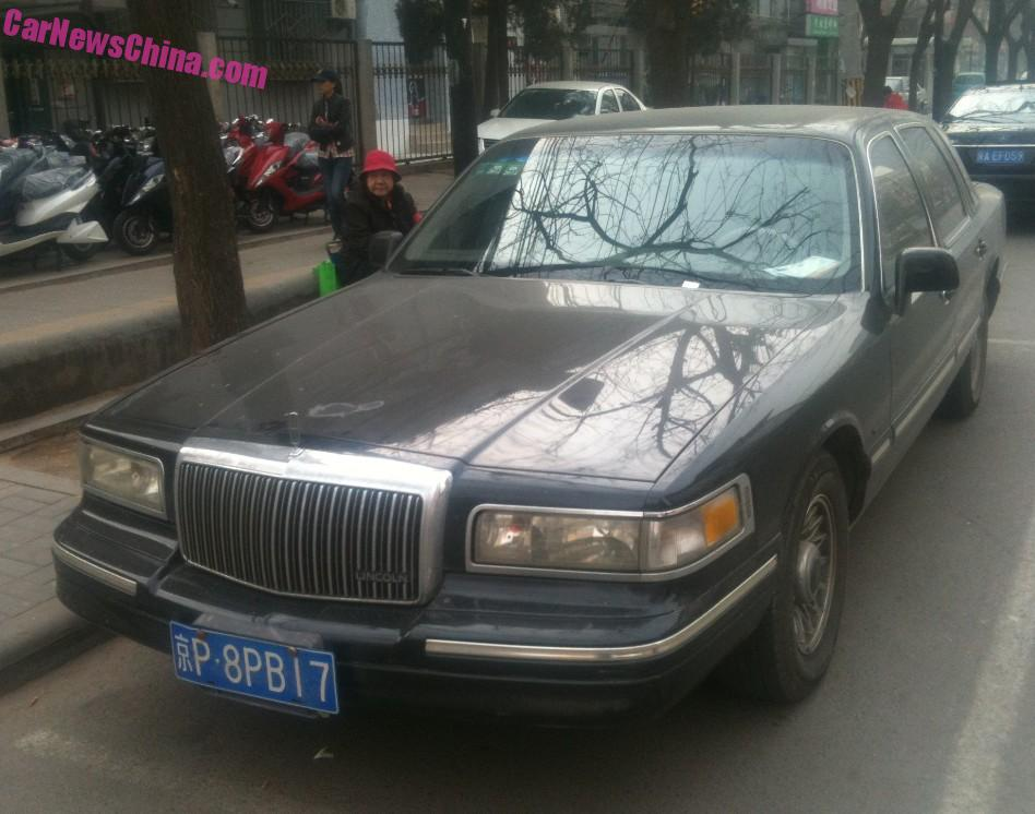 2015 town car spotted in china second generation lincoln town car in black