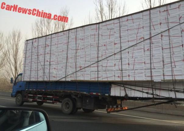 china-truck-overhang-4