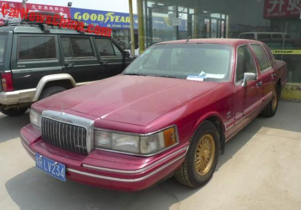 Spotted in China: Lincoln Town Car Executive Series in Red