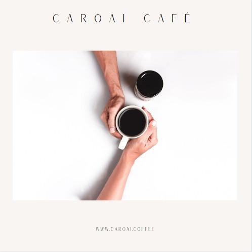 Degustando café, se observa dos tazas de café en manos de consumidores
