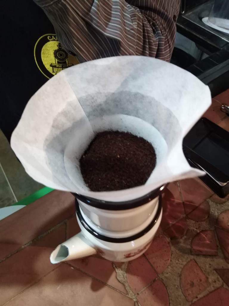 La desgasificación del café en grano es más lenta que al momento de ser molido.