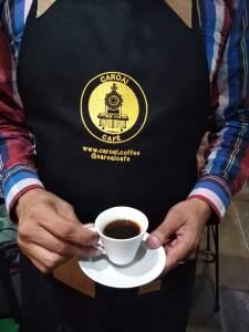 Taza de café negro, preparado según estándar de la SCA.