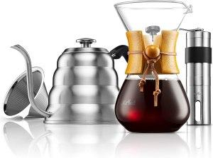 Un regalo para todo amante del café: Coffee dripper, coffee grinder y una Kettle