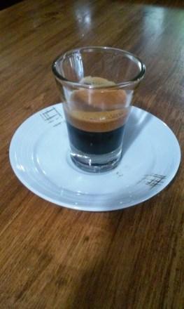El gusto amargo del café viene de varios aspectos. Espresso