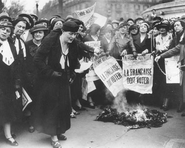 feminismo-queima-dos-sutiãs-blog-carola-duarte