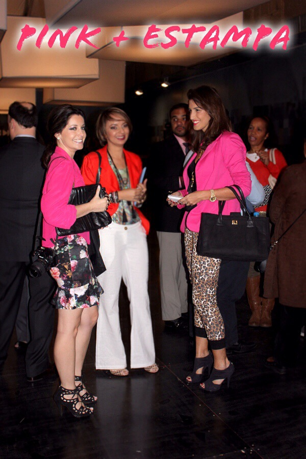 look-carola-duarte-spfw-calça-animal-print-onça-top-shop-blazer-pink-look-pink-com-estampa-onça-animal-print-blog-de-moda