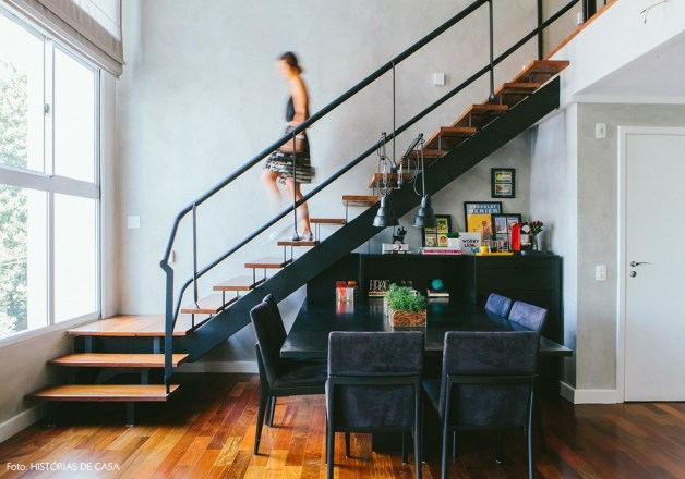 17-decoracao-loft-escada-metalica-preta-duplex