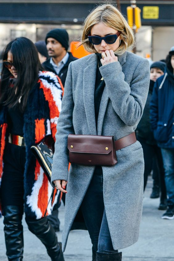 look street style com pochete de couro