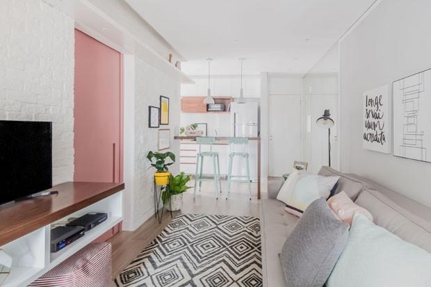 apartamento pequeno com porta de correr rosa