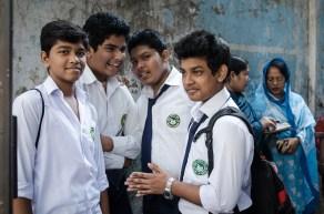 Studenten vor ihrer Schule: Ihr Examen musste wegen den Streiks mehrmals verschoben werden.