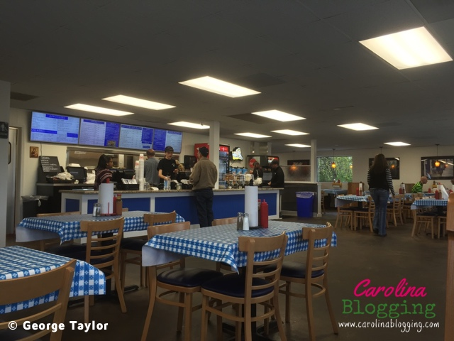 mad-greek-grill-interior-kernersville-01