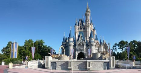640px-Magic_Kingdom_-_Cinderella_Castle_panorama_-_by_mrkathika