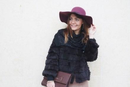 Outfit chic con pelliccia ecologica