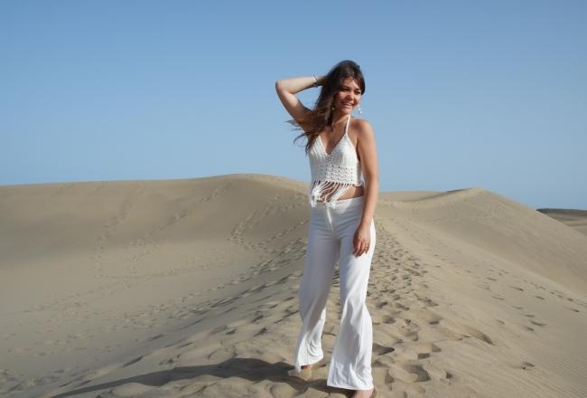 White outfit deserto