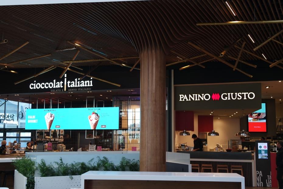 shopping district milano