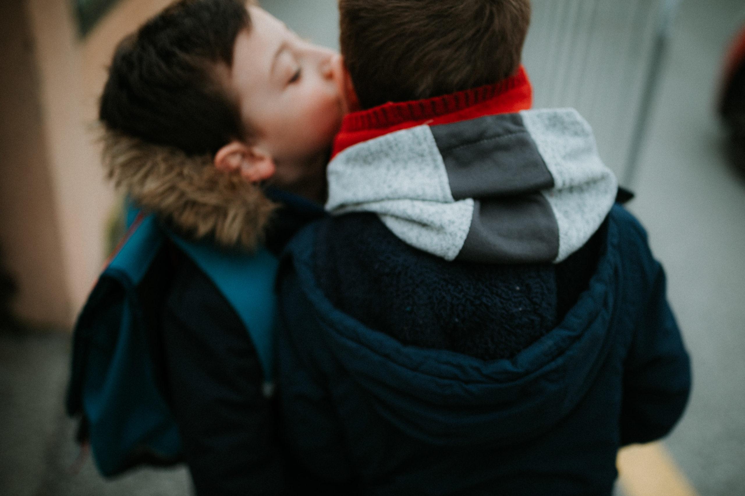sur le chemin de l 'école - auribeau sur siagne - caroline liabot photographe - photographe lifestyle famille grasse - portrait d'enfant - cannes - projet 365
