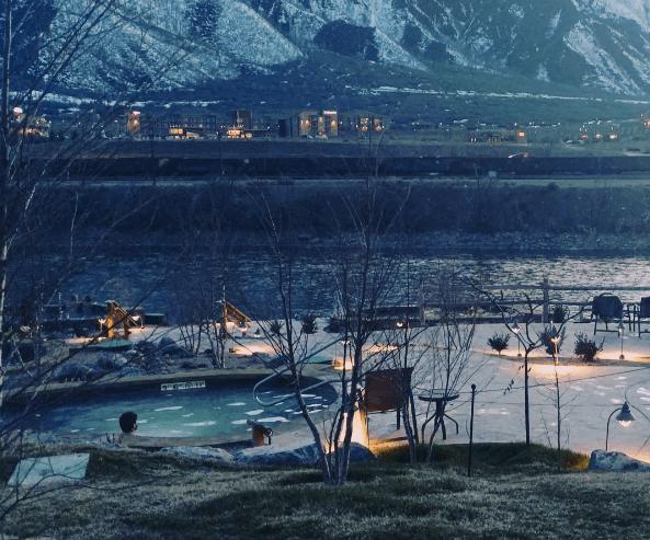 Iron Mountain Hot Springs at sunset