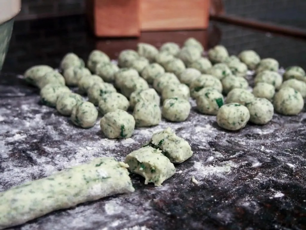 making potato spinach gnocchi