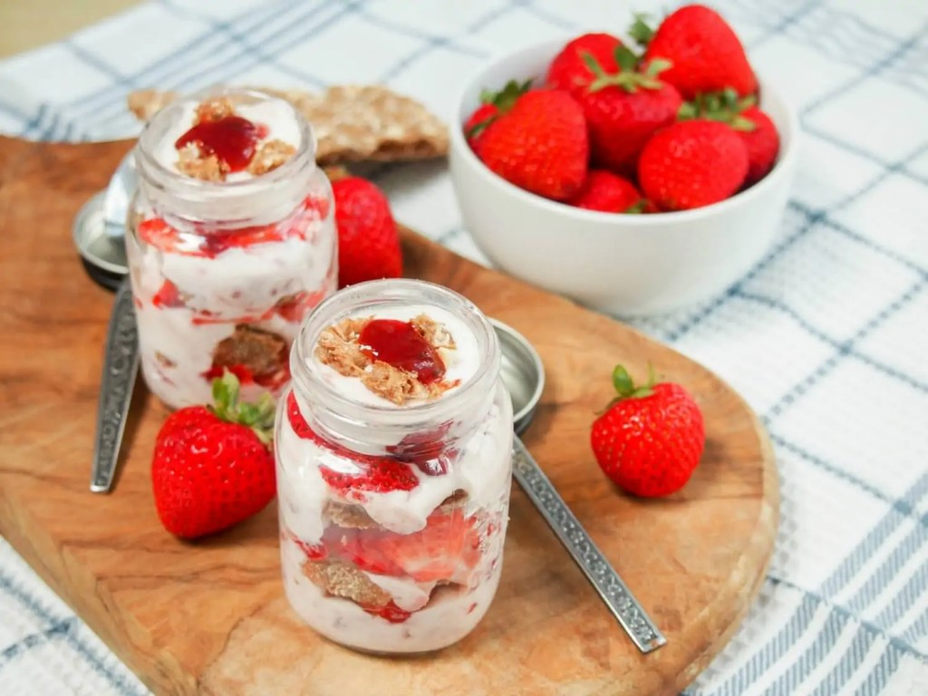 Cracker and strawberry yogurt parfait