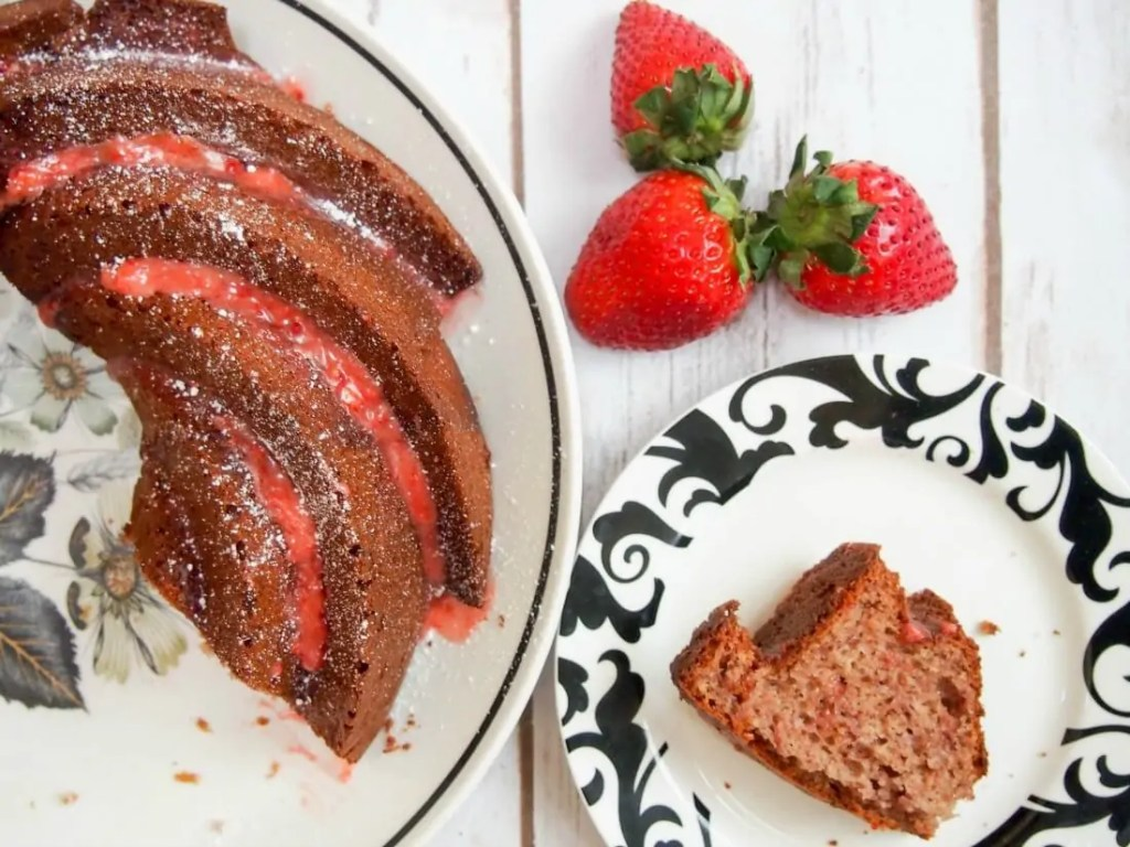 strawberry bundt cake