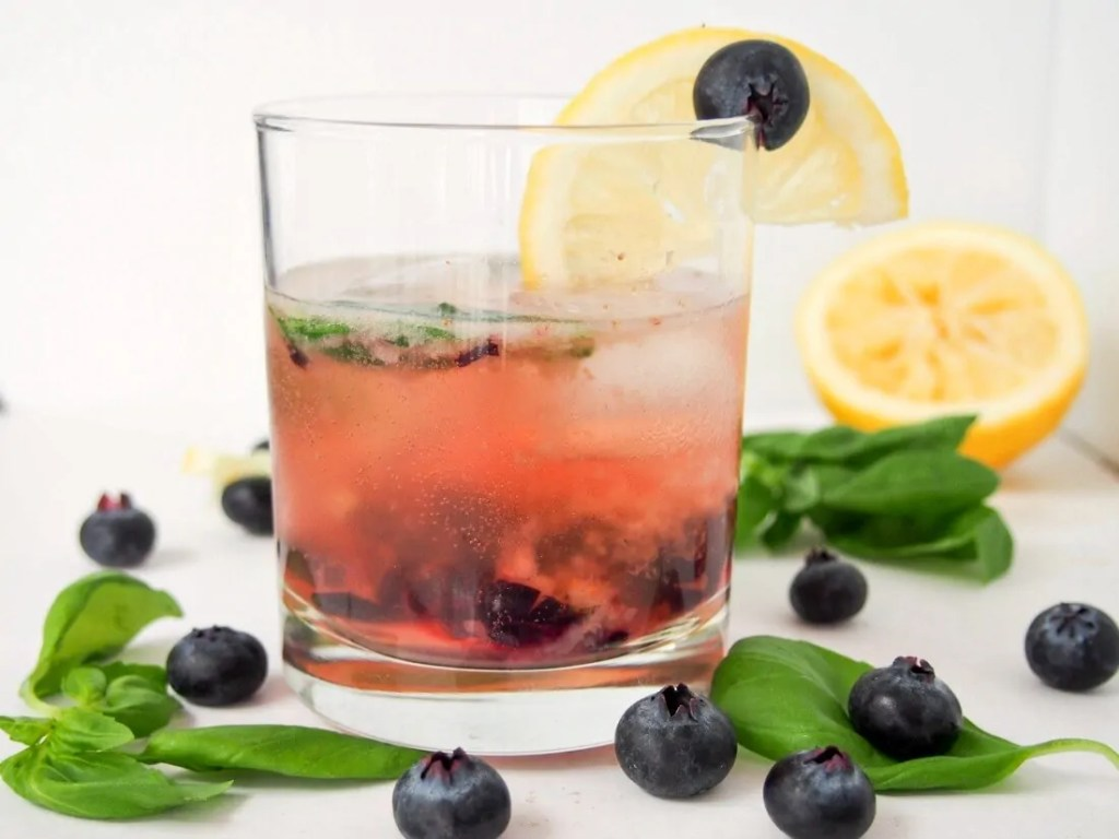 The bashful blueberry cocktail #BerryDelish #FWCon